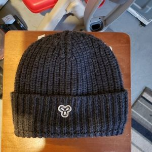 Aritzia, tna wool winter hat never worn.